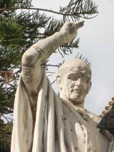 Detalle de la estatua de Osio